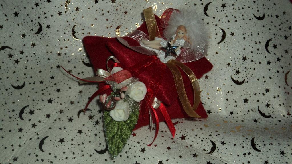 idea regalo utile Natale artigianale punta spilli rosso oro