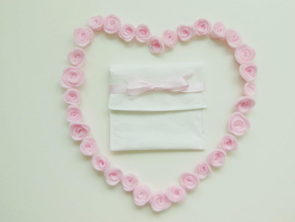 Sacchettini porta confetti in cotone bianco: eleganti, semplici ed economiche bomboniere per il battesimo, comunione, cresima dei vostri bambini!