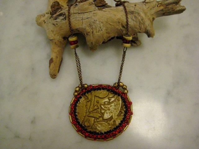 Collana medaglione bead embroidery