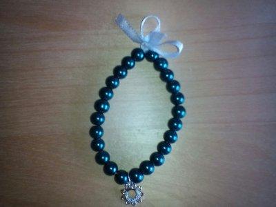 Bracciale di perle con fiocco e charm