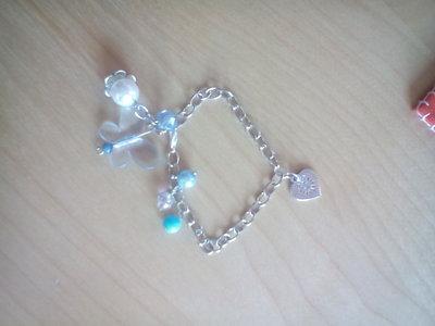 Bracciale catena con charm a cuore e perle colorate tema azzurro