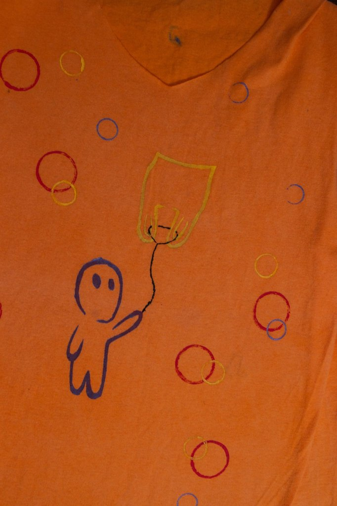 T-shirt senza maniche con stencil kodama con busta volante