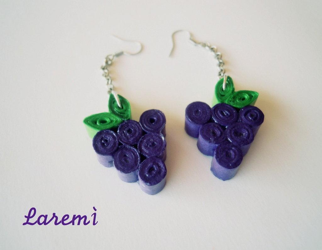 Orecchini con grappolo d'uva