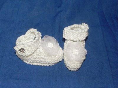 Scarpine  fatte a mano ai ferri ... ideali anche per battesimo