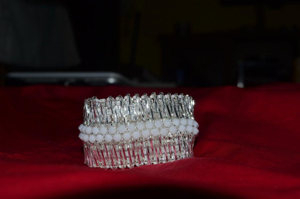 Bracciale color argento e bianco con Swarovski