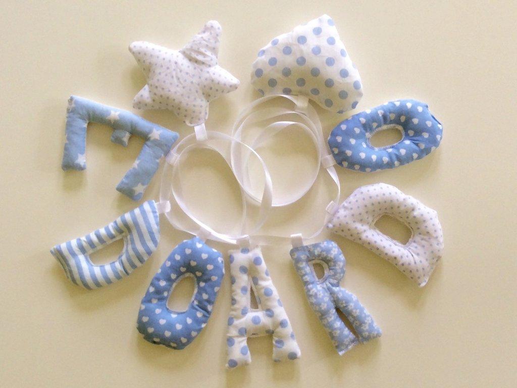 Edoardo: ghirlanda di lettere di stoffa imbottite per un nome che decora la sua cameretta!