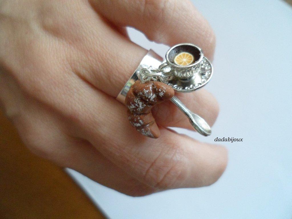 anello colazione tazzina con cornetto
