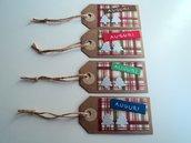 Set di 4 tag chiudi pacco Natale semplici con sfondo country