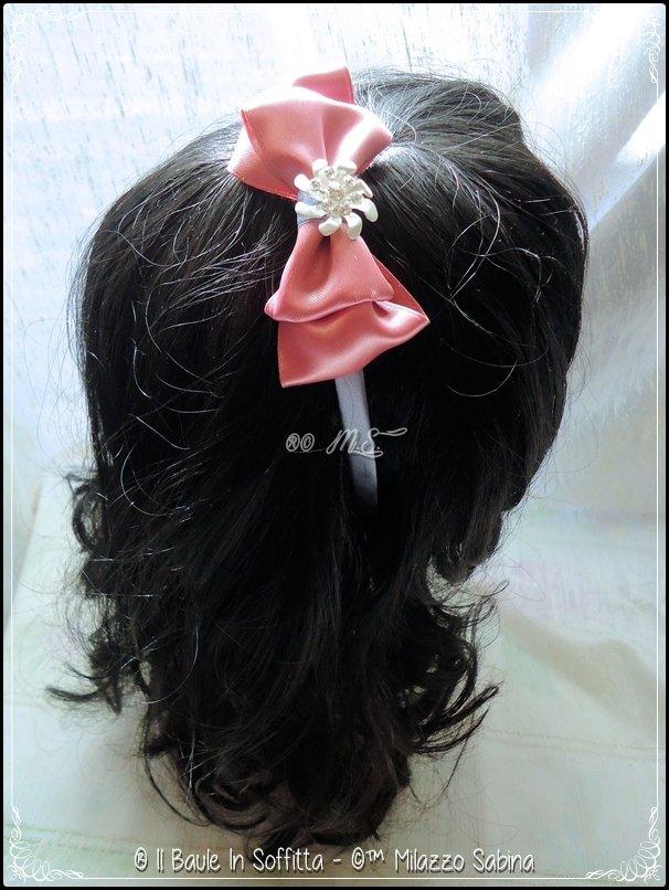Frontino con doppio fiocco rosa e applicazione fiore strass