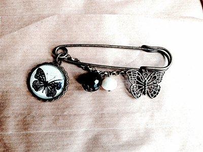 Spilla vintage farfalla con agata nera
