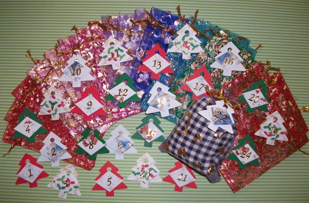 Calendario dell'Avvento per Natale con Sacchettini Regalo in Organza^^ (24pz completo)