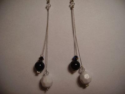 Orecchini 2 pendenti perla bianca e nera swarowsky verdi militare