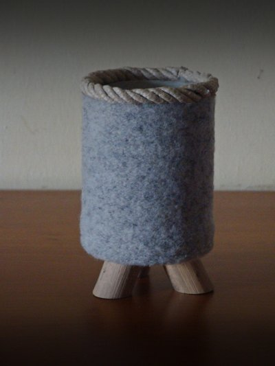 PORTAPENNE rivestito in lana cotta e legni di mare
