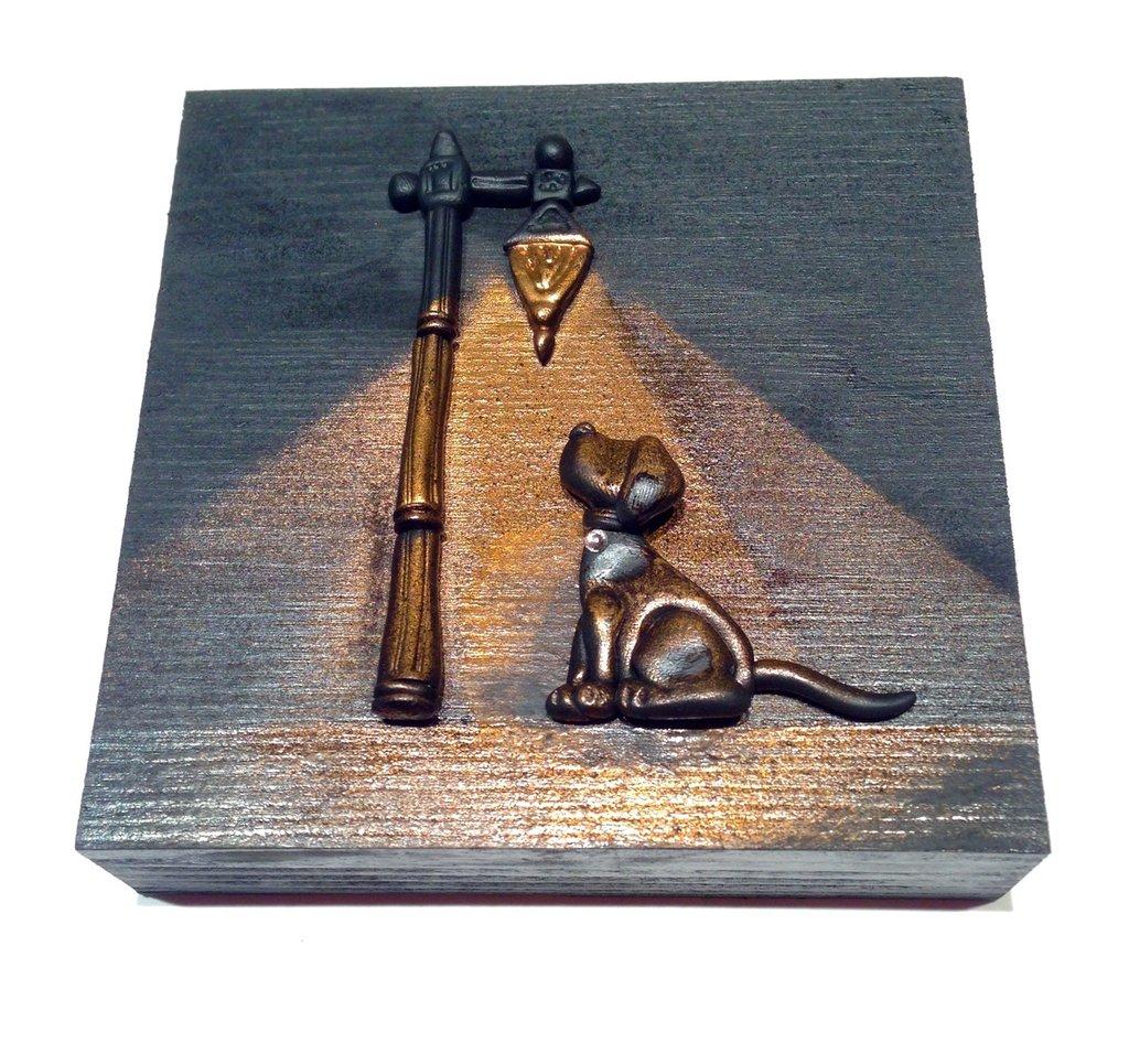 Quadretto in legno cucciolo di cane sotto il lampione