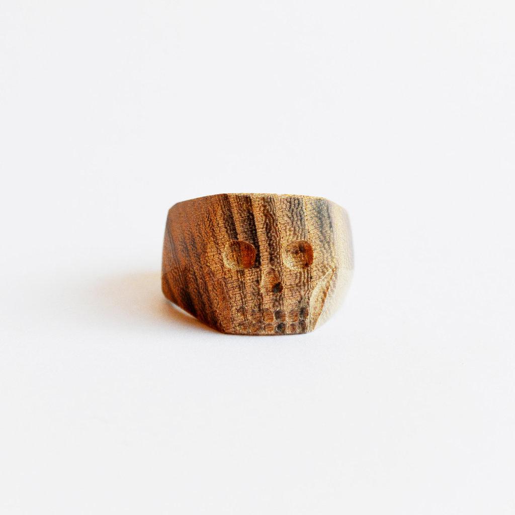 Anello scolpito in legno, fatto a mano - teschio