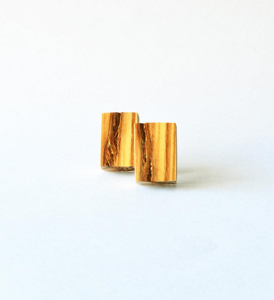Orecchini rettangolari in legno di ulivo fatti a mano