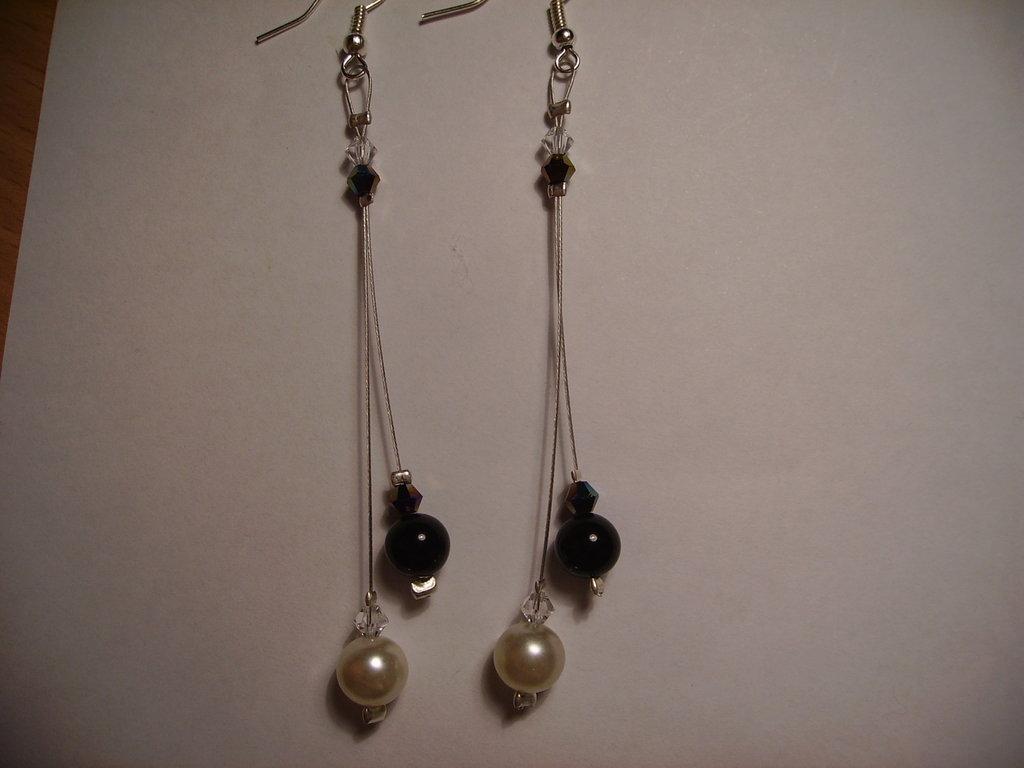 Orecchini 2 pendenti perle e swarowsky bianchi e nere