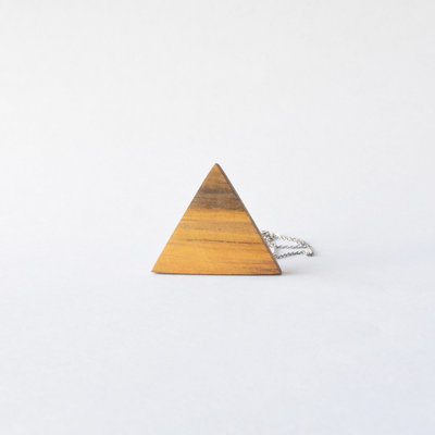 Collana triangolo in legno, fatto a mano