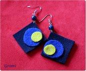 Orecchini lunghi con lana cotta blu e gialla e vetro di Murano