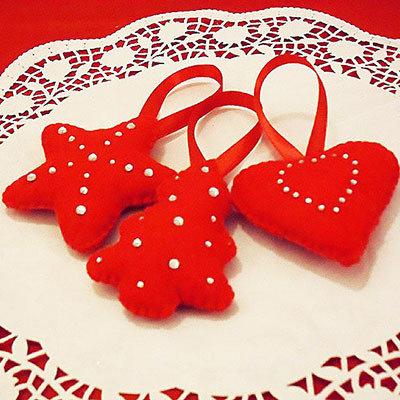 Decorazioni in feltro rosso e strass per albero di natale - Decorazioni natalizie in feltro ...