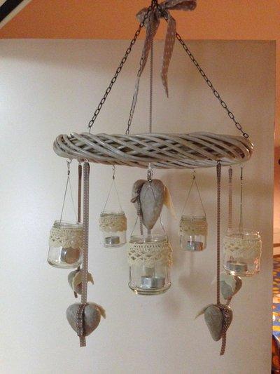 Lanterna o portacandela con ghirlanda