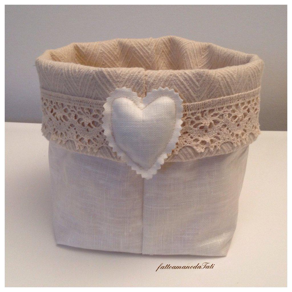 Cestino portatutto in cotone plastificato bianco, pizzo e cuore