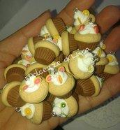 1 pezzo ciondolo cup cake con panna e frutta o dolci 2 cm in fimo fatto a mano