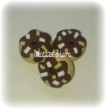 1 pezzo ciambella donuts rosa lilla  arancio celeste giallo con granella bianca ciondolo in fimo 2 cm