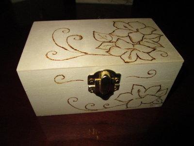 scatolina di legno decorata