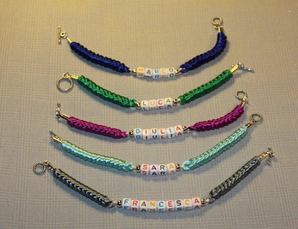 Braccialetti con nodi cinesi portafortuna personalizzabili con il proprio nome realizzati a mano
