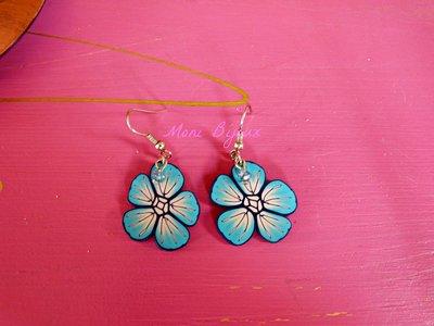 orecchini fiore azzurro in fimo