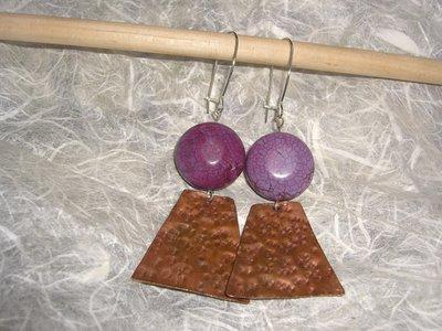 Orecchini in rame e pietra dura viola