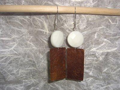 Orecchini in rame e pietra dura bianca