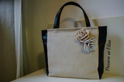 Borsa in tessuto simil-pelle nero con rose fatte a mano beige