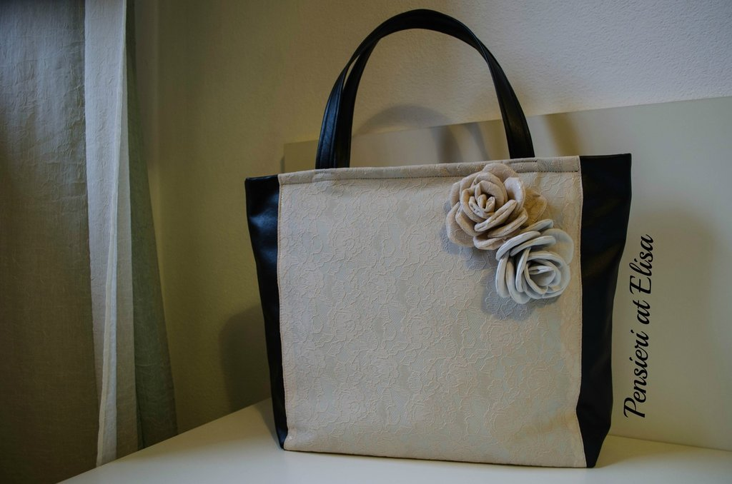 92f760a2e1a82 Borsa in tessuto simil-pelle nero con rose fatte a mano beige - Don ...