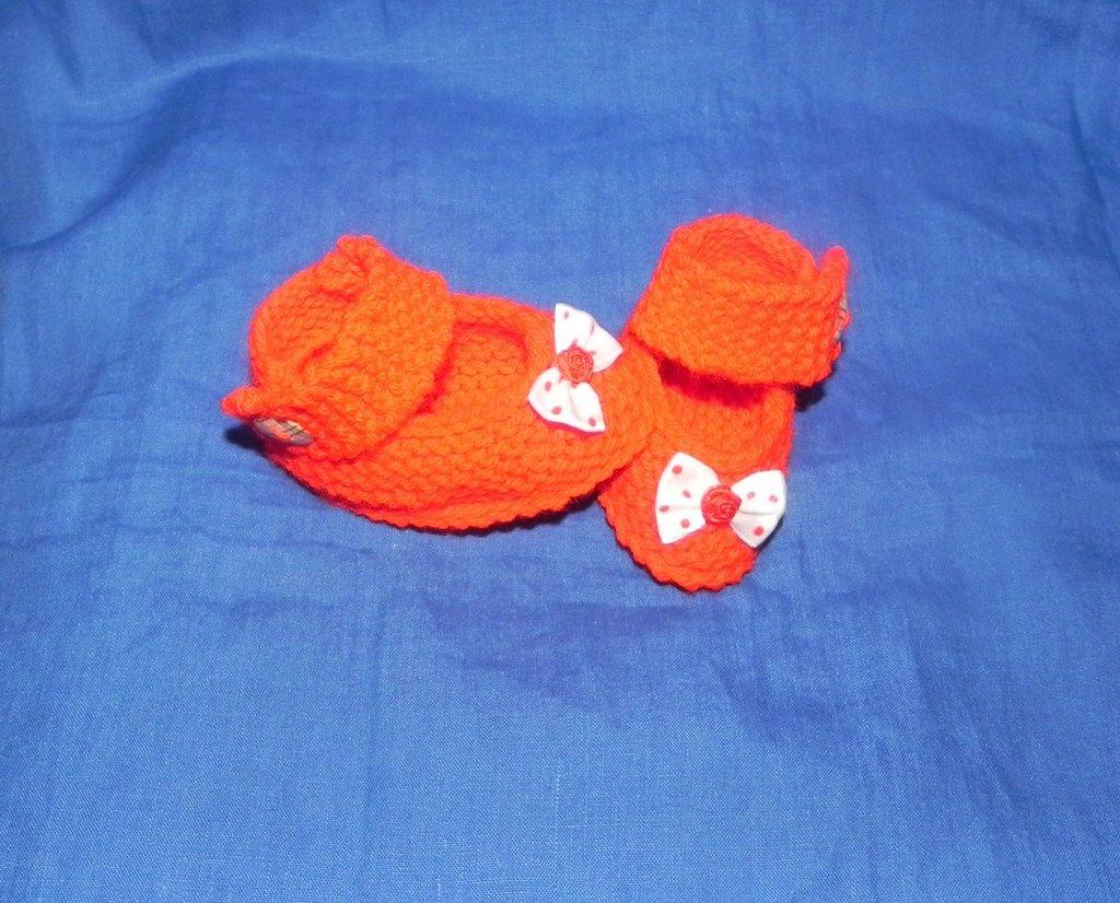 Scarpette bebè fatte a mano ai ferri ROSSE  portafortuna con fiocco a pois