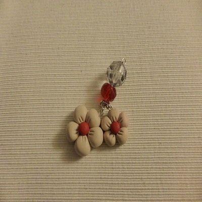 Portachiavi fiore in pasta fimo e perle rosse