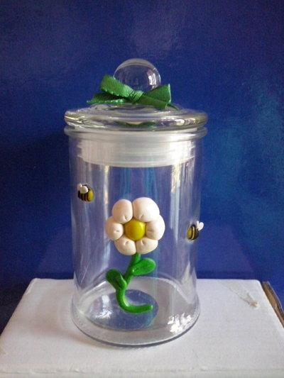 Barattolo in vetro con margherita
