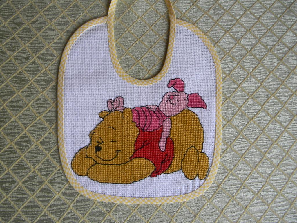 Bavetta winnie the pooh ricamata a punto croce