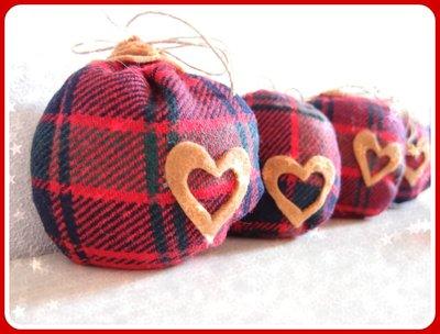Decorazione di Natale  sfera in stoffa scottish per albero di natale fatte a mano stile country elegante