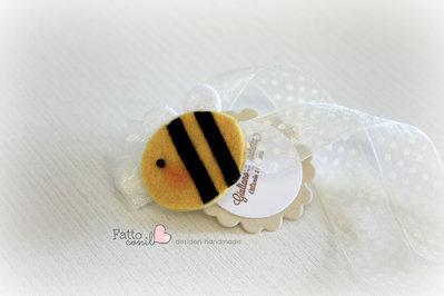 bomboniera ape calamita in perfetto stile fattoconilcuore per nascita e battesimo