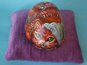 Sasso artistico dipinto a mano - Gatto ciccione -