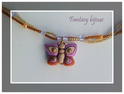 """Collana di perline e cristalli con ciondolo """"Farfalla"""" in fimo fatto a mano"""