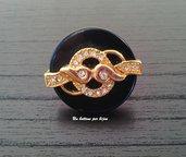 Anello con bottone gioiello vintage nero con decori dorati e strass