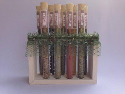 Porta spezie con provette di vetro e supporto in legno, idea regalo, fatta a mano