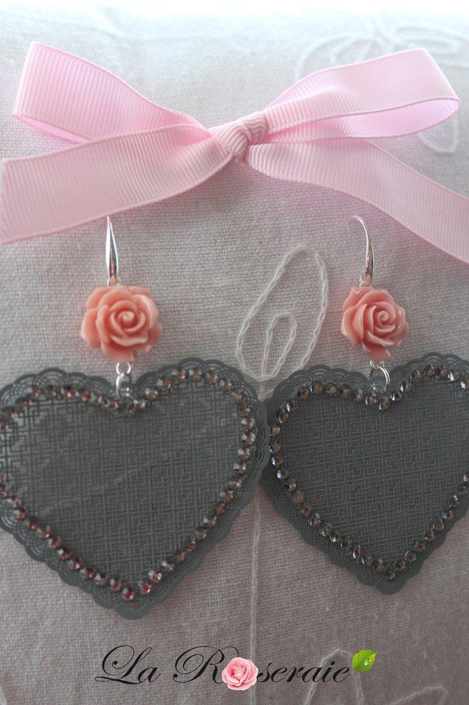 Orecchini Grey Dawn con rose in resina e filigrana