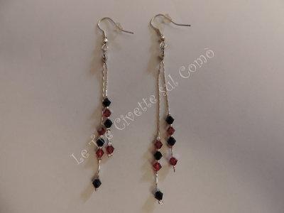 """""""Roulette"""" orecchini pendenti con cristalli rossi e neri"""