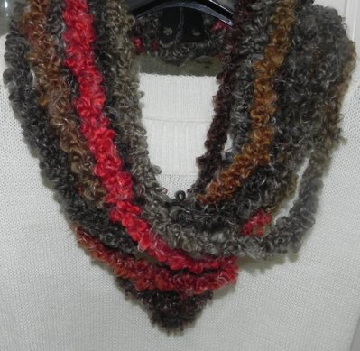 Sciarpa collana realizzata ad uncinetto in misto lana