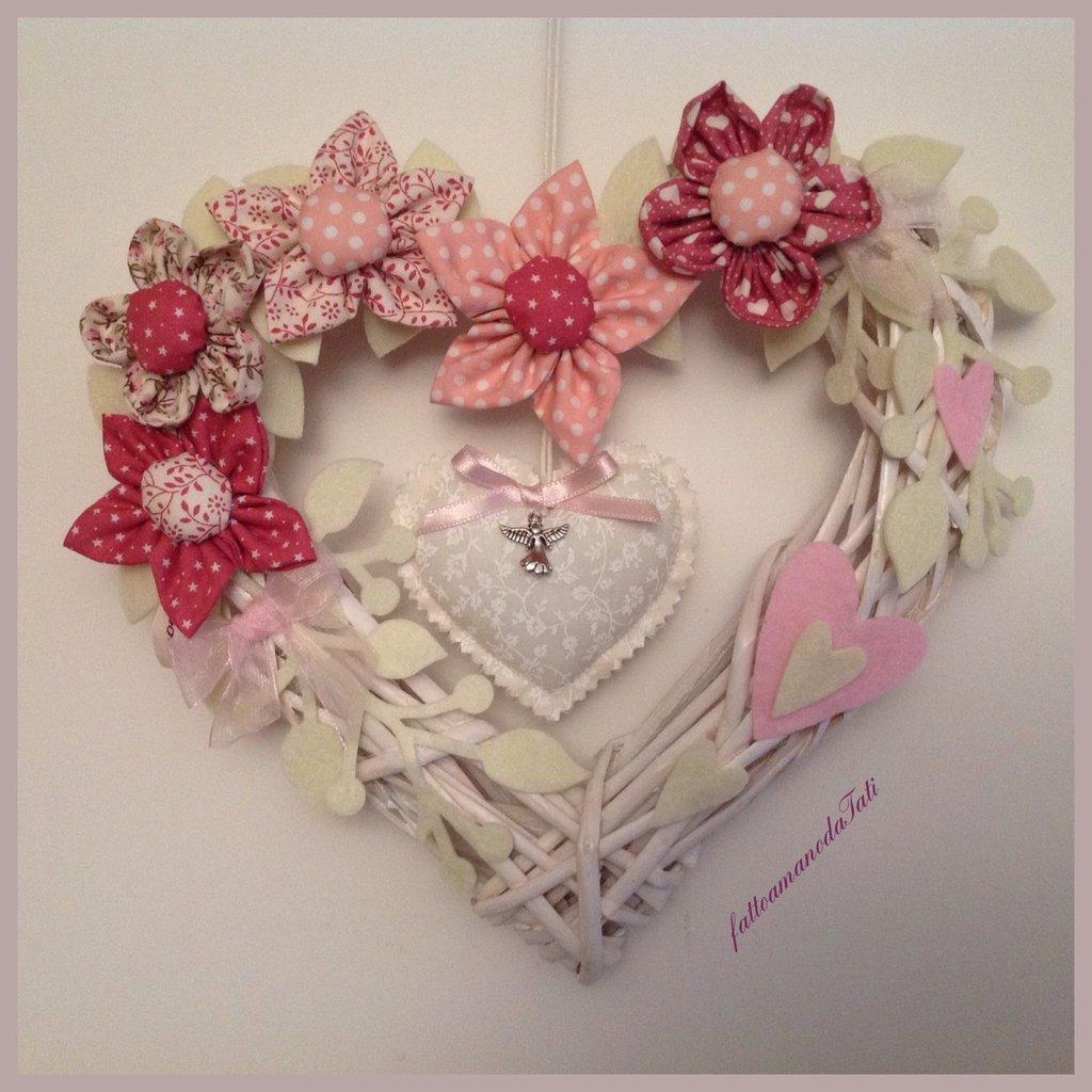 Corona/fiocco nascita con fiori rosa e cuori
