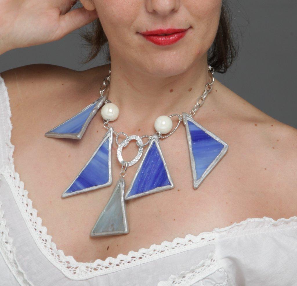collana triangolare blu